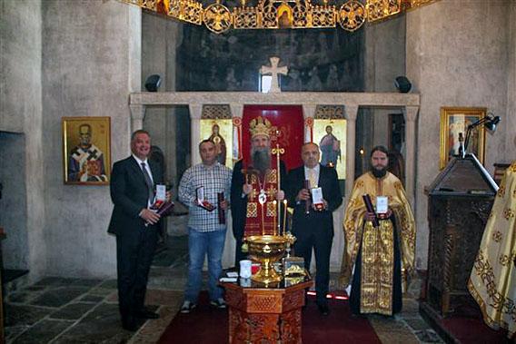 Преосвећени Епископ Јоаникије одликовао заслужне појединце Златном медаљом Светог Георгија